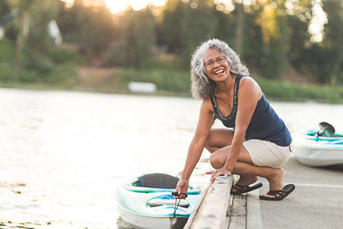 Woman going canoeing and living a healthy life